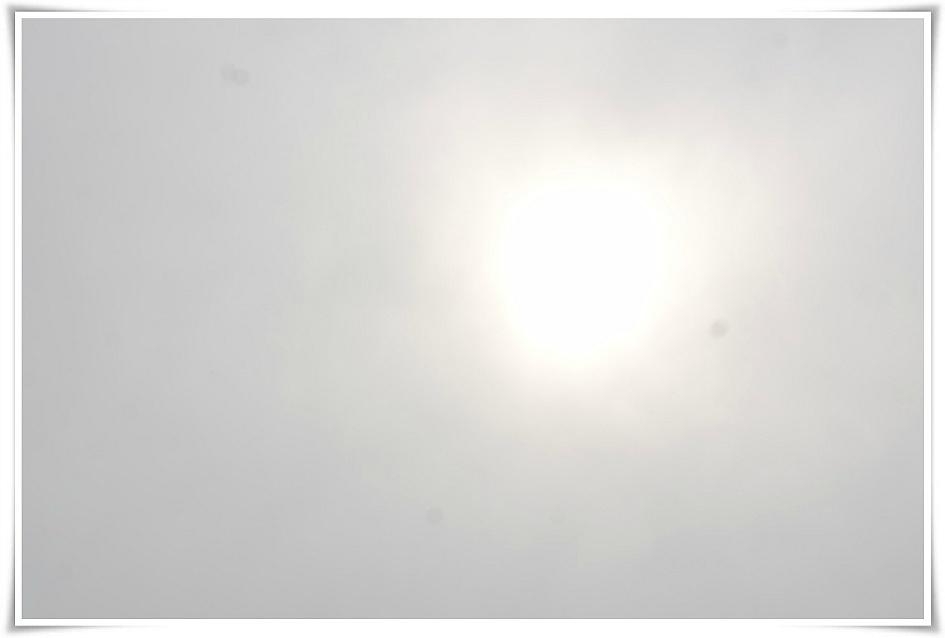 해가 반짝이는 하늘