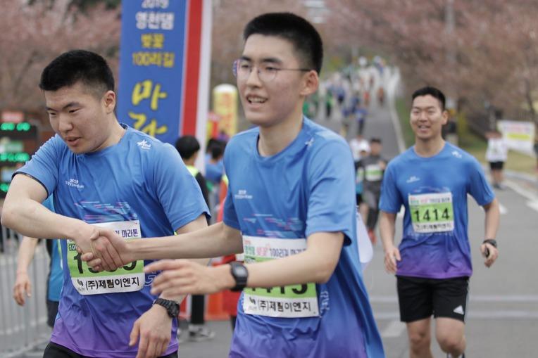 2019 영천댐 벚꽃마라톤대회 골인 (11:20:21 ~ 11:24:36)